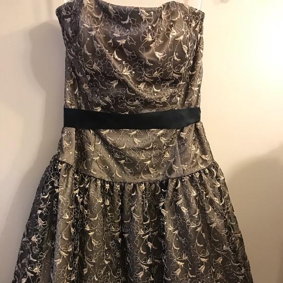 Jessica McClintock Dresses & Skirts - SZ 8 Jessica McClintock gold/brownish strapless